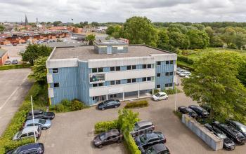 office space for rent in leiden with parking spots