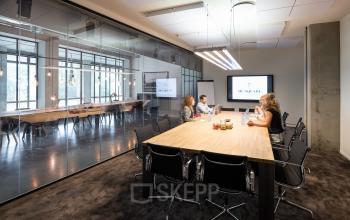 Big meetingroom with windows