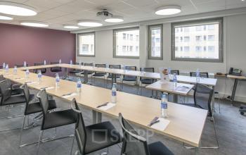 Vous aurez accès à notre salle de réunion pour que vous puissez organiser vos meetings facilement à la rue Maurice Flandin