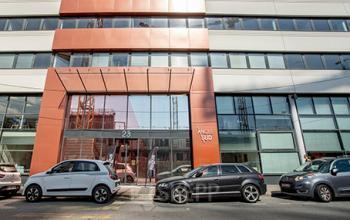 Façade immeuble de bureaux moderne à la rue Crepet