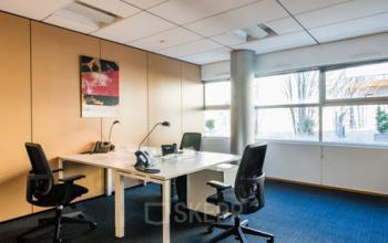 Cet espace de bureau pourrait être votre futur lieu de travail à la Place Giovanni da Verrazzano