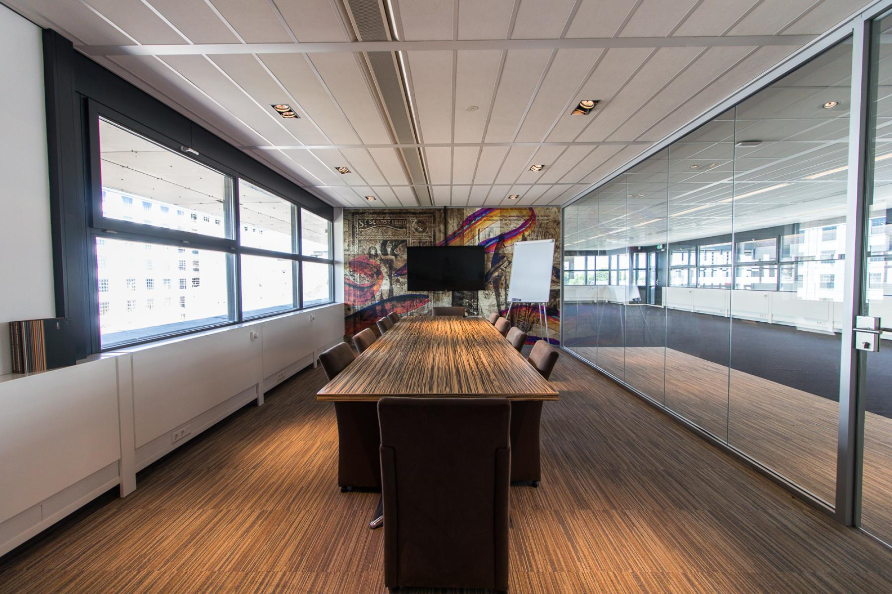 Conference rooms with different sizes available for tenants