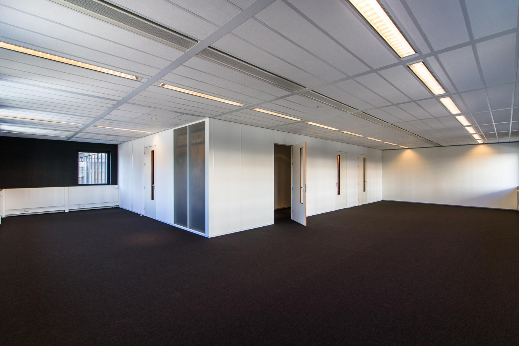 Office space in modern and recently renovated office building