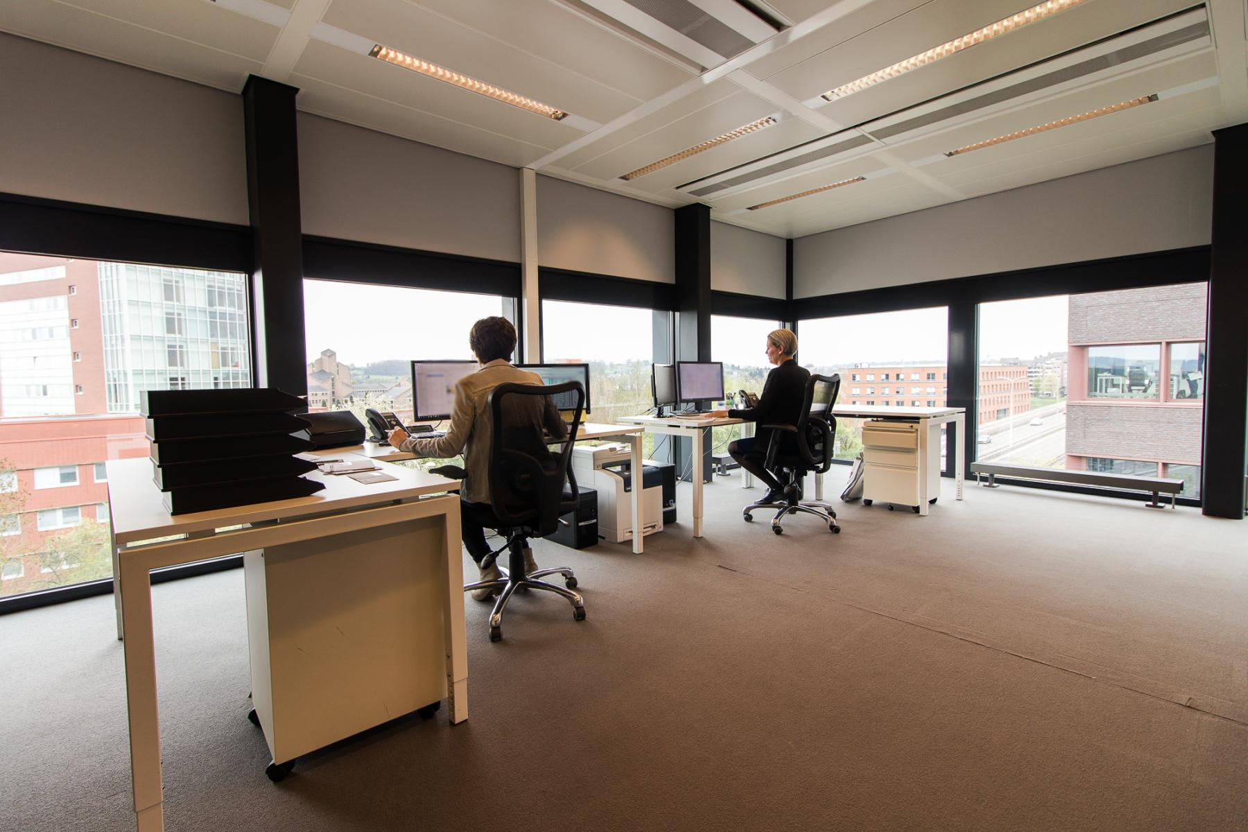 Light and modern office spaces