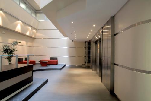 area del lobby plaza carlos trias