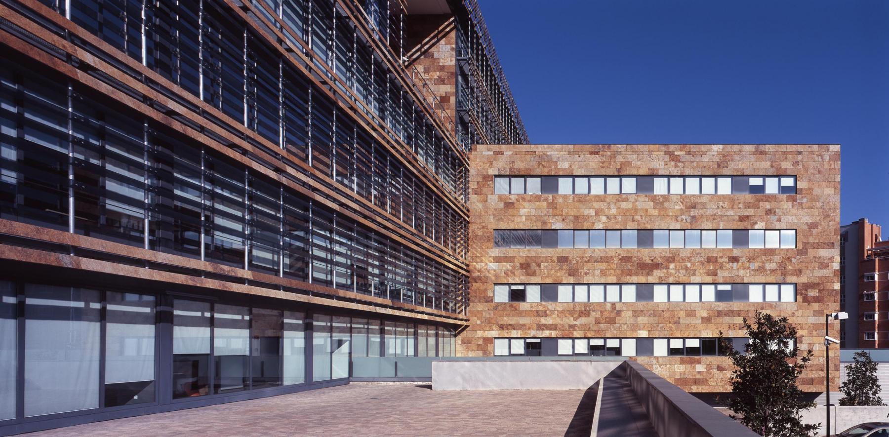 Alquilar oficinas Calle de Isabel Colbrand 22, Madrid (1)