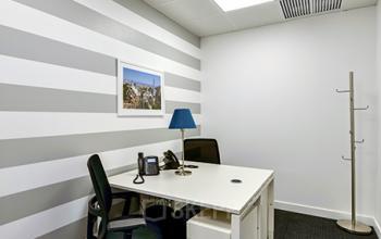 Esta oficina privada está en alquiler en la calle José Ortega y Gasset