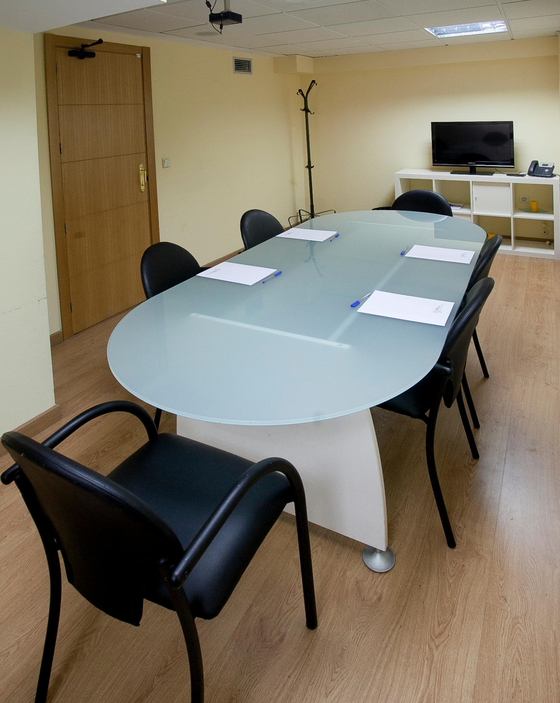 Bonita sala de reuniones en Calle Juan Bravo