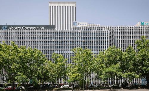 Fachada del edificio de oficinas en el Paseo de la Castellana 93