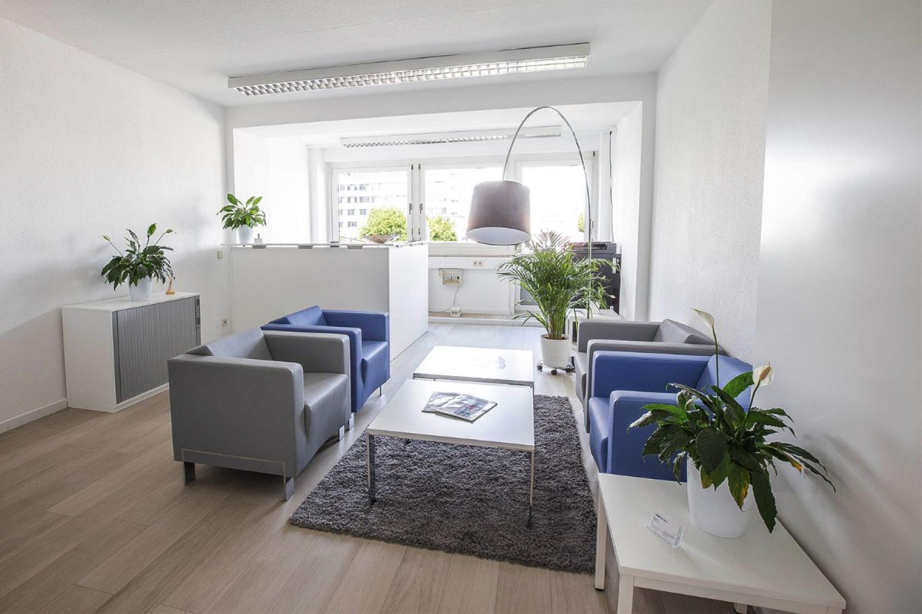Eleganter Gemeinschaftsbereich mit Sitzgelegenheiten in der Mannheimer Innenstadt