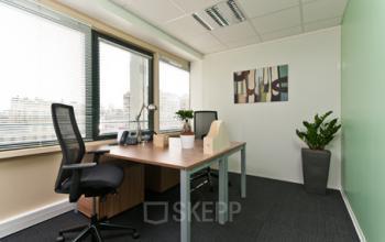 Cet espace de bureau est l'endroit idéal pour vous concentrer sur vos affaires à l'avenue du Prado