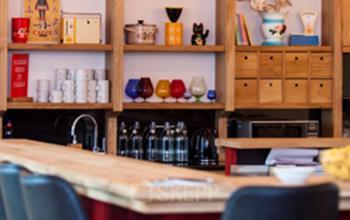 Arbeitsplätze in modernem und exklusivem Büroraum