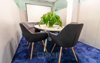 Ausgezeichneter Konferenzraum im Business Center in München