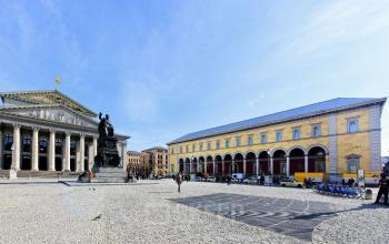 Fantastische Außenansicht des Bürogebäudes in München-Altstadt