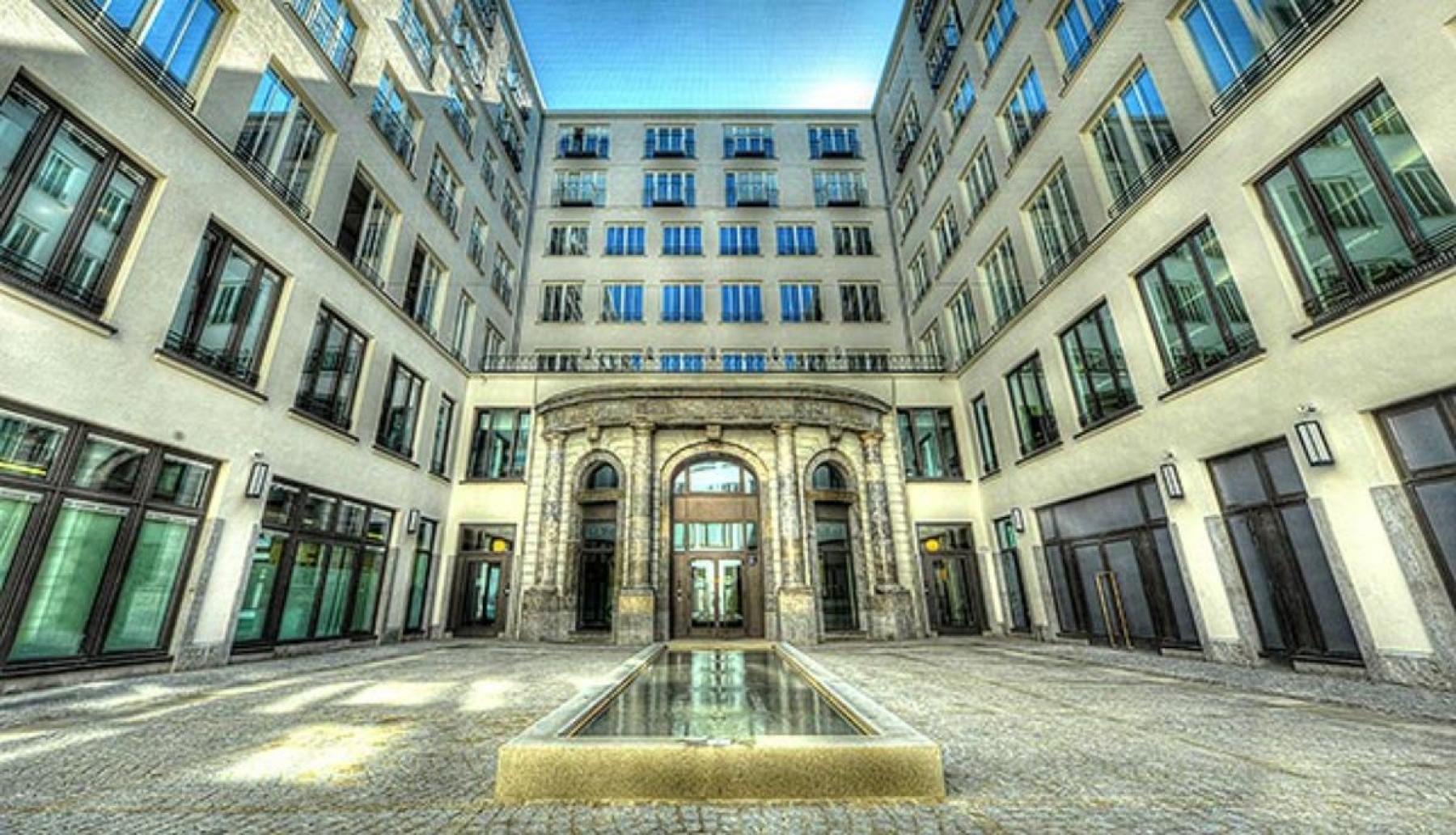 Atemberaubender Innenhof der Immobilie an der Maximilianstraße in München
