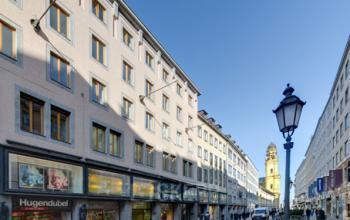 Elegante Fassade der Immobilie an der Theatinerstraße in der Altstadt München