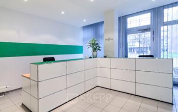 sehr moderner Empfangsbereich des Bürogebäudes an der Kronstadter Straße in München