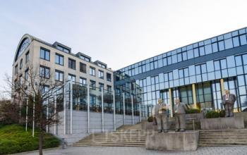Beeindruckende Außenansicht des Bürogebäudes an der Landsberger Straße in München-Laim