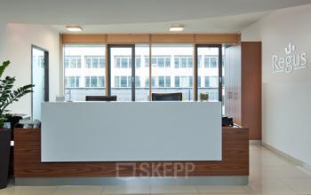 Hochmoderner Empfangsbereich des Arbeitsplatzes an der Landsberger Straße in München