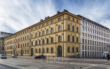 Fantastische Außenansicht vom Bürogebäude in München-Maxvorstadt