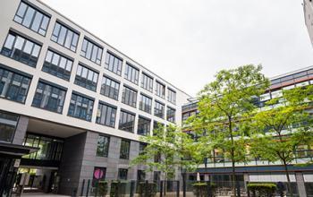 Elegante Fassade der Immobilie an der Karlstraße
