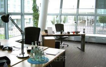 Großes Büro mieten im Business Center an der Teminalstraße in München-Nord
