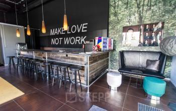 Luxuriöse Business-Bar im Bürogebäude in München Schwabing