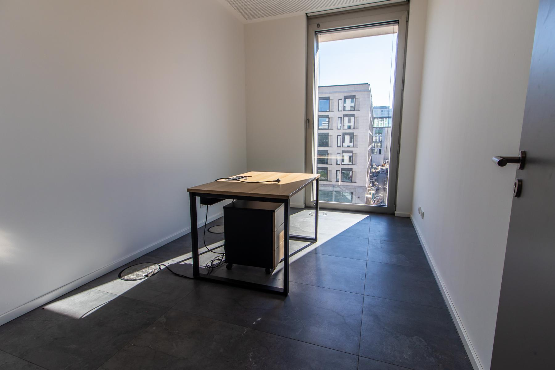 bright office space for rent in the Leopoldstraße in Munich