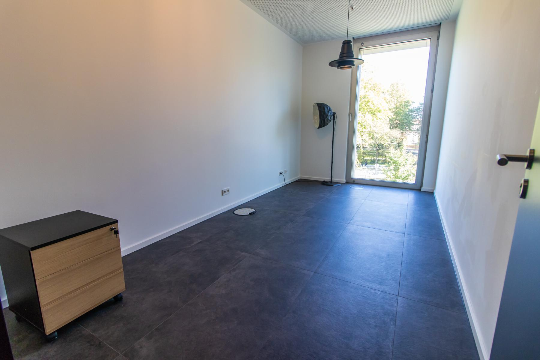 Big office space for rent in the Leopoldstraße, Munich
