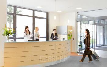Büro mieten im Business Center an der Leopoldstraße in Schwabing mit geschmackvollem Empfangsbereich