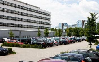 Bürogebäude in an der Rupert-Mayer-Straße in München mit genügend Parkplätzen