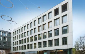 Beeindruckende Fassade der Immobilie in München