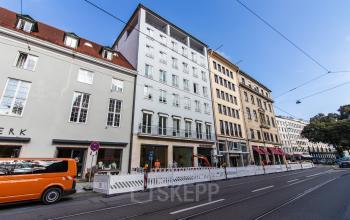 Beeindruckende Außenansicht des Bürogebäudes in München, Altstadt