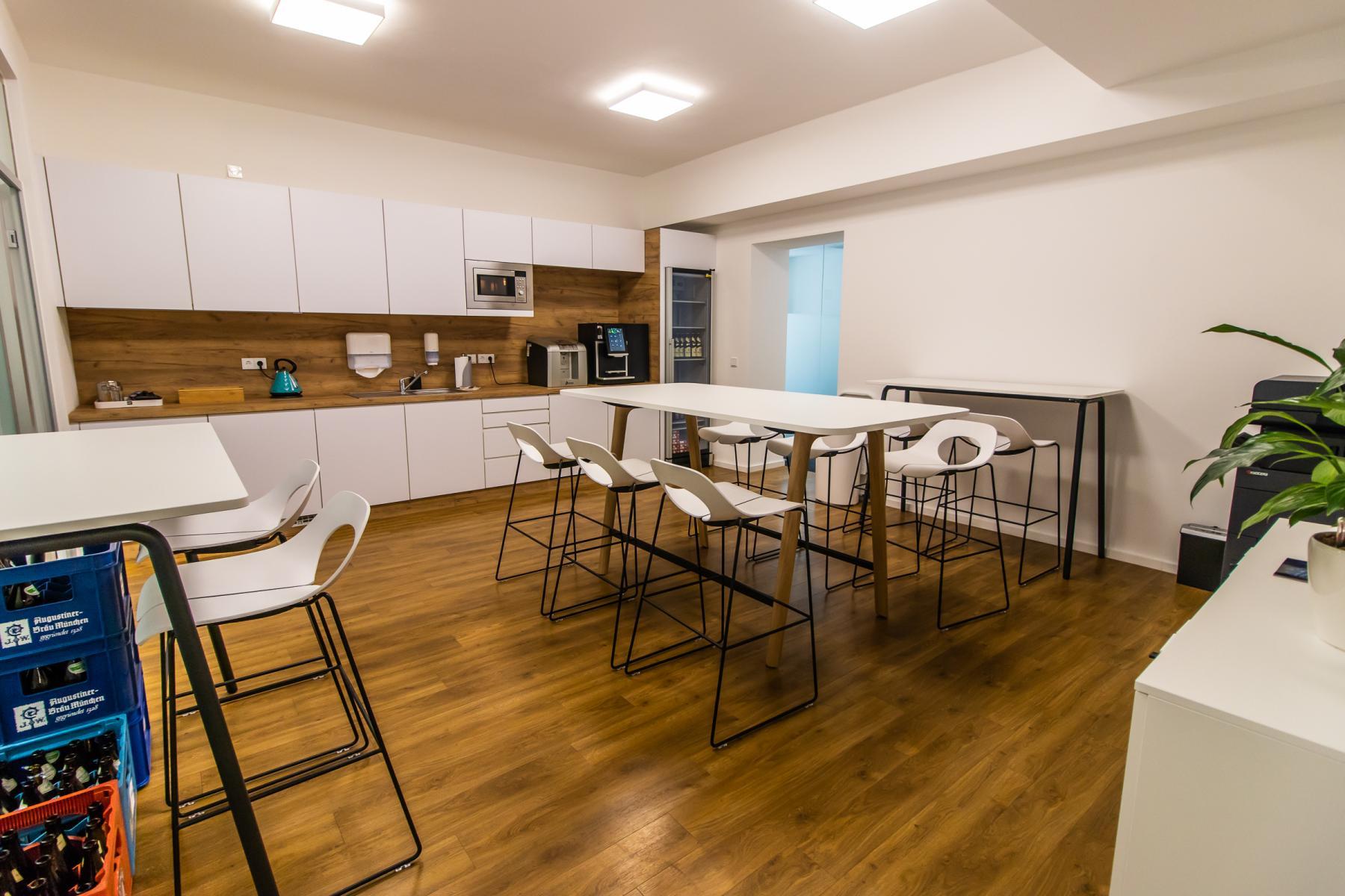 Voll ausgestattete Gemeinschaftsküche der Immobilie In München, Pacellistraße