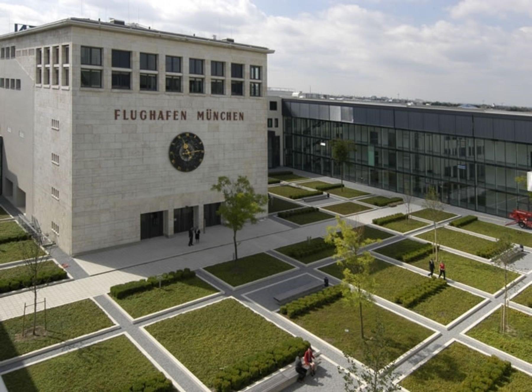 Beindruckende Außenansicht der Immobilie in München Riem am Konrad-Zuse-Platz in der Nähe vom Flughafen