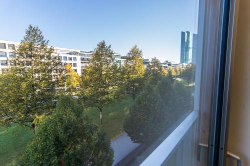 Beeindruckende Außenansicht des Business Centers in München, Lyonel-Feininger-Straße