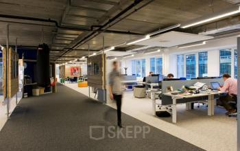 kantoorpand nieuwegein zoomstede kantoorruimte op maat beschikbaar 100 m2 huren SKEPP werknemers bureau's ingericht gemeubileerd