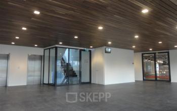 lift aanwezig rolstoeltoegankelijk trappenhuis nieuwegein kantoorpand huren kantoorruimte kantoorkamer SKEPP