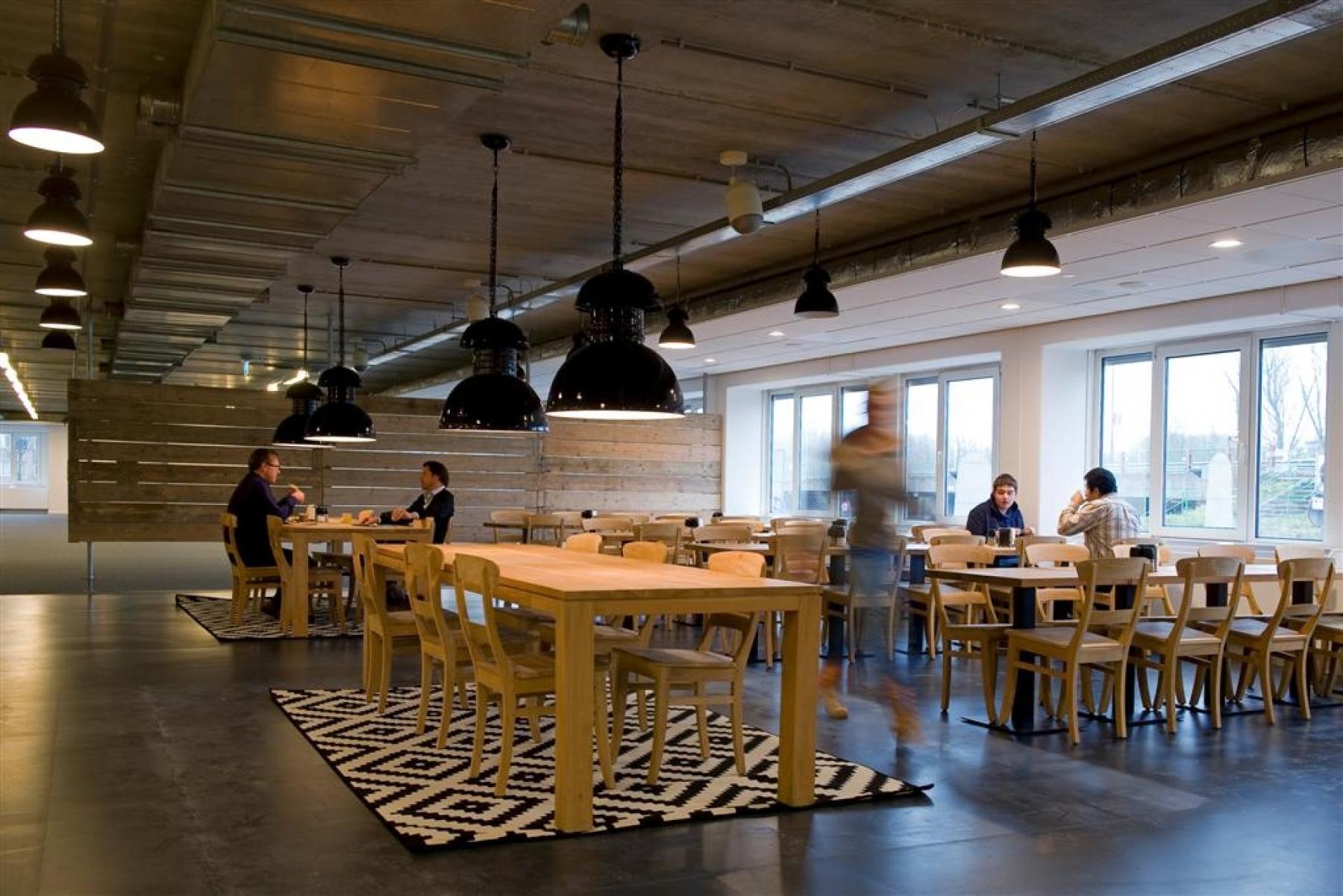 lunchmogelijkheden bedrijfsrestaurant nieuwegein kantoor tafels stoelen medewerkers huren