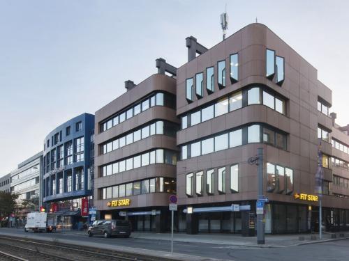 Beindruckende Außenansicht vom Bürogebäude in der Nürnberger Innenstadt