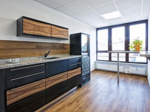 Voll ausgestattete Gemeinschaftsküche der Immobilie in Nürnberg Innenstadt