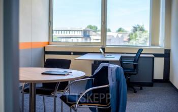 Modern eingerichtetes Büro mit toller Aussicht