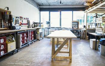 Großer Arbeitsraum mit genügend Platz um Sachen zu verstauen