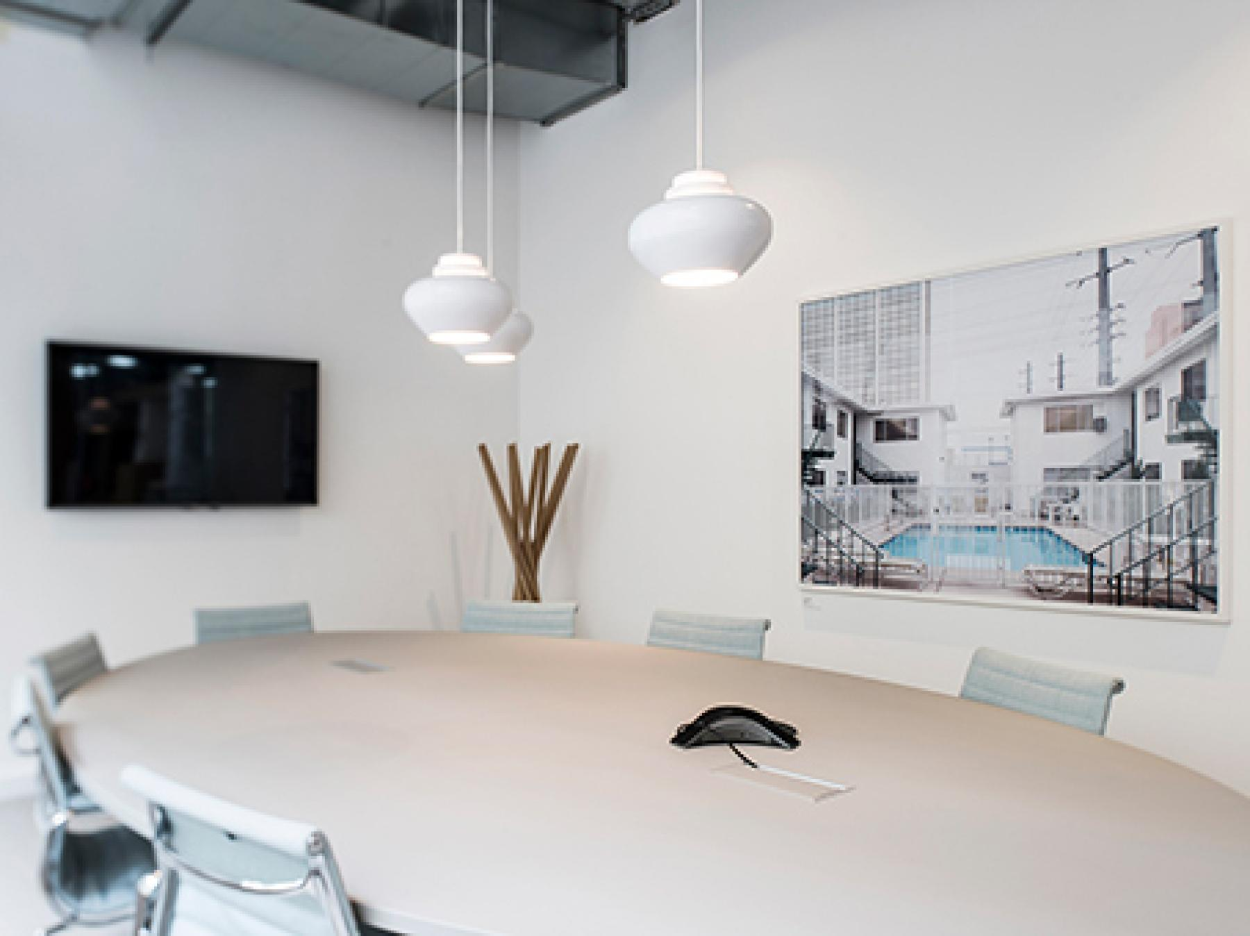 Salle de réunion décorée avec goût pour tous vos événements professionnels dans la rue du Louvre