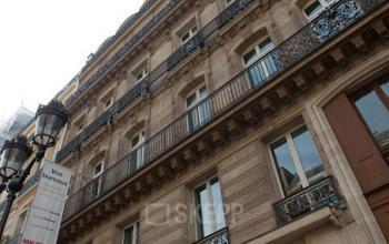 Immeuble de bureaux ayant une façade haussmannienne à l'avenue de l'Opéra