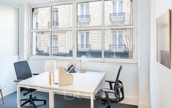 Améliorez votre productivité dans cet espace de bureau de la rue Taylor