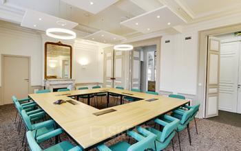 Salle de réunion décorée avec goût à la rue de Dunkerque