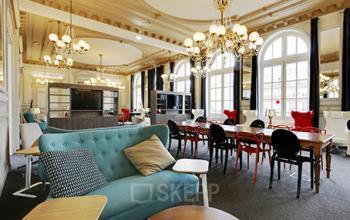 Salon d'affaires avec des meubles design à la rue de Dunkerque