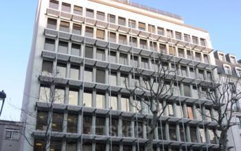 Vue de face immeuble de bureaux à l'avenue Ledru-Rollin