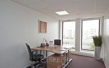 Mettez-vous au travail dans cet espace de bureau à l'avenue Ledru-Rollin